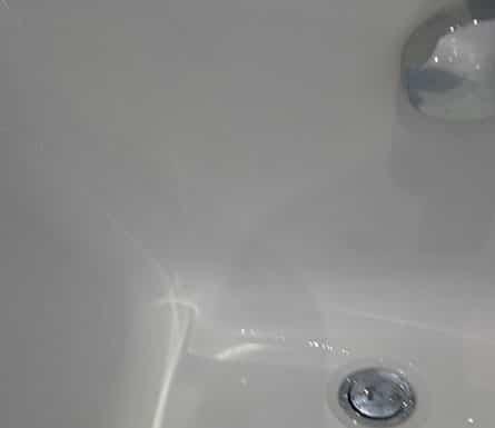 bathroom-sink-repair-affected-by-acrylic-bath