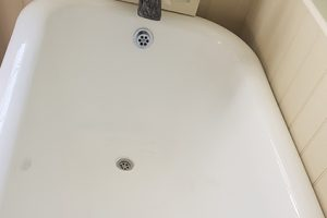 bath-reglazing-to-remove-sink-scratches