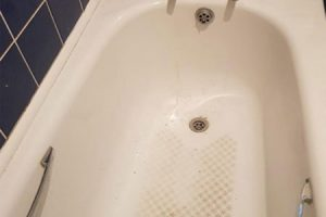 complete-refinishing-and-restoration-of-bath-tub-crop-u90439